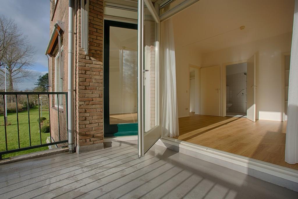Balkon, slaap- en studeerkamer van een 3-kamer appartement